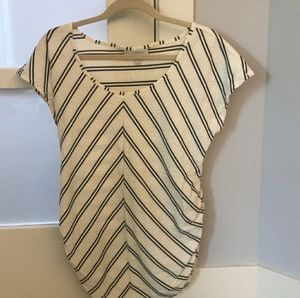 Jessica Simpson maternity shirt